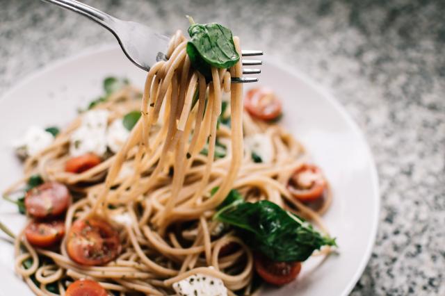 義大利麵屬於全穀類製品、中GI值,不會造成血糖飆升。(World Gym Blog提供)