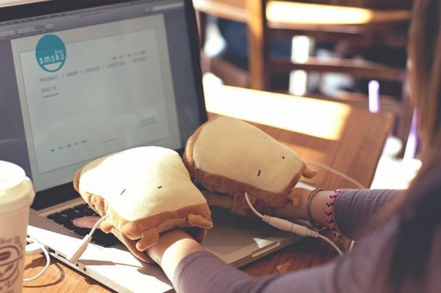 吐司寶寶USB暖手套。(Pinkoi提供)