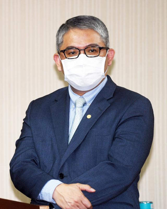 新竹市暫緩試辦數位身分證,內政部次長花敬群表示,將持續說明並完善配套,但目前沒有任何改變的政策方案。(中央社)