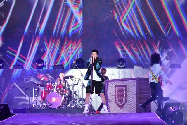 蕭敬騰領軍獅子LION台中水湳跨年演唱會開場。(三立電視台提供)
