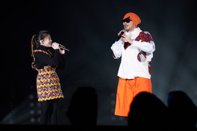 黃明志邀來音樂精靈蓋兒Gail熱情合唱《漂向北方》。