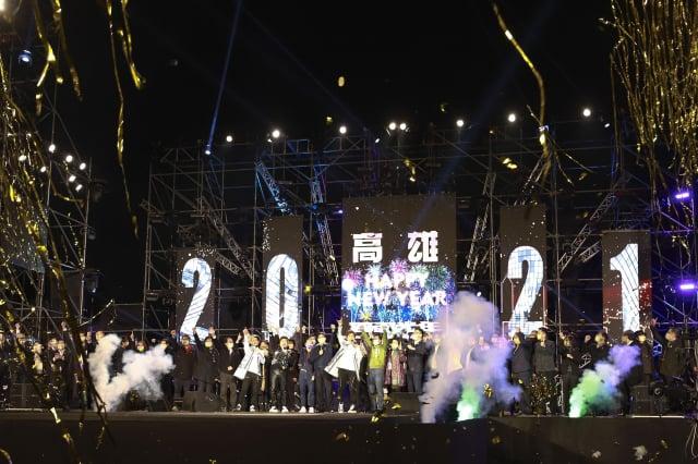 高雄市長陳其邁帶領市府團隊和民眾一起在線上倒數。