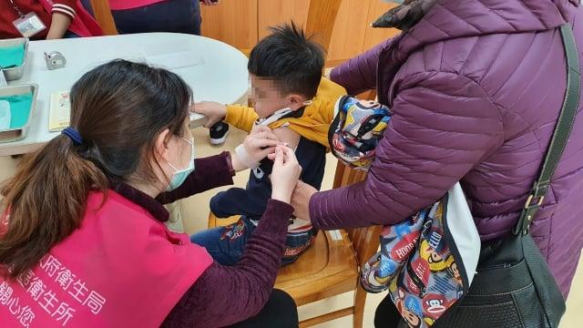 疫苗數量有限,請桃園市民把握機會儘速接種,保護自己也保護家人。