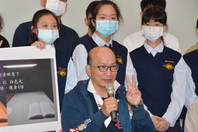 清大教授周卓煇呼籲重視3C的使用加重了「藍害」的嚴重性。