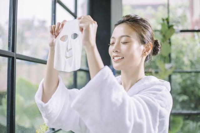 敷面膜就是最有效率的保養方式,利用封閉的原理,讓肌膚吸收養分。(布爾喬亞公關提供)