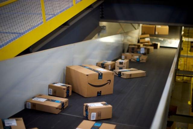 數據顯示,美國電商巨頭亞馬遜的「廣告收入」成長速度,甚至超越零售服務。圖為亞馬遜在紐澤西州的出貨中心。(Mark Makela/Getty Image)