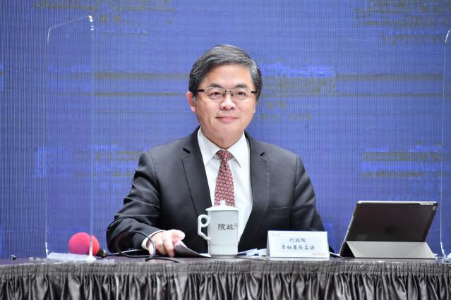 行政院祕書長李孟諺轉述,行政院長蘇貞昌同意「暫緩」數位身分證換發。(行政院提供)