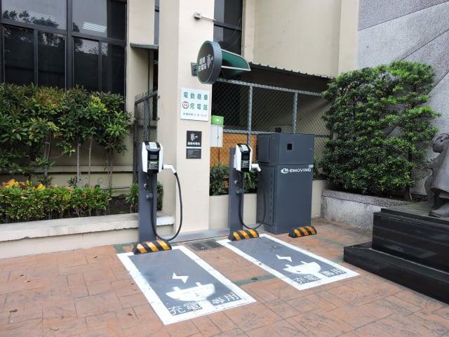 八德區公所快速充電站。