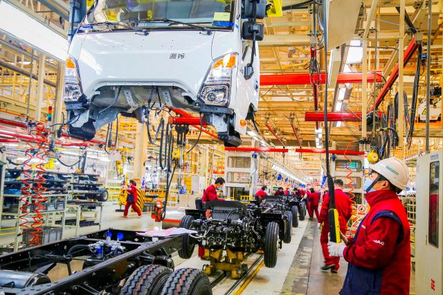 外媒指出,中國經濟的復甦並不平衡,中國最深層的「生產力低落」問題正逐漸惡化。(STR/AFP via Getty Images)