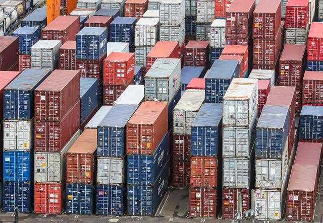 近期因受疫情影響,國際海運貨櫃運輸因全球消費型態改變造成需求暴增。(中央社)
