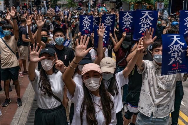 香港人遊行反對中共強推《港版國安法》。(ANTHONY WALLACE/AFP via Getty Images)