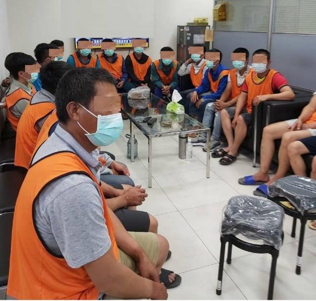 越南籍女子刁宇弘涉嫌非法引入126名越南籍營建移工,臺中地檢署28日依涉違反《人口販運防制法》起訴刁女等4人。(中央社)