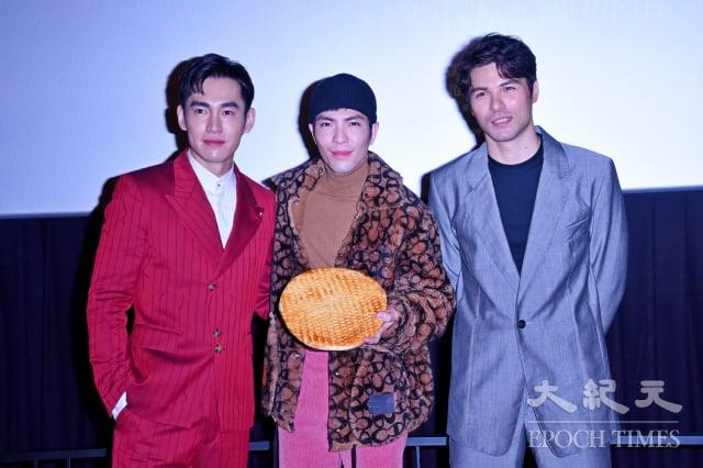 左起為張書豪、蕭敬騰、鳳小岳。(記者黃宗茂/攝影)