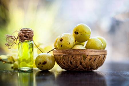 盛含維生素C、增強免疫力的印度油甘果。(Shutterstock)