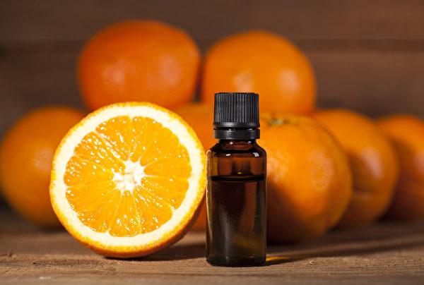 如果想要提振心情,就在乾洗手液配方中加入甜橙或野橙精油。(Shutterstock)