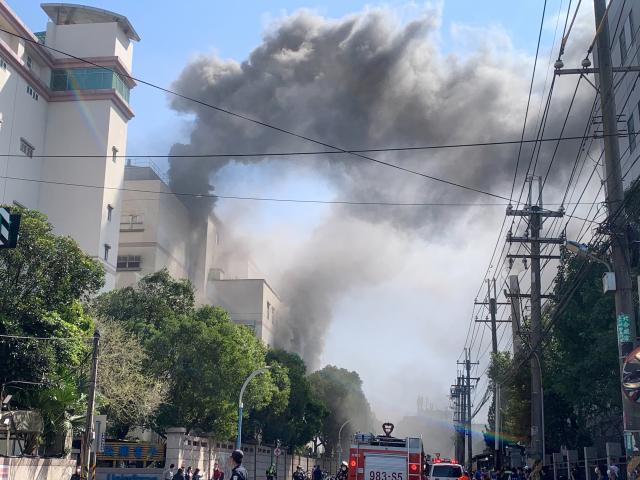 龜山區欣興電子工廠4日中午12時許發生火警。(桃園市龜山分局提供)
