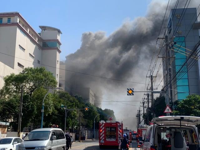 龜山區欣興電子工廠4日中午12時許發生火警。