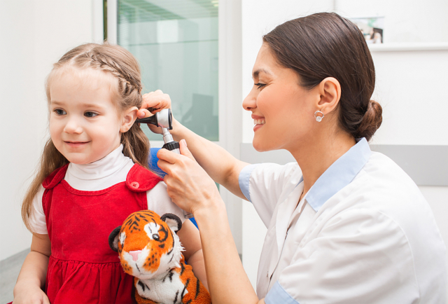 幼童的耳咽管較短,所以細菌容易跑到中耳腔,尤其6歲以下幼兒的免疫力較 差,容易罹患感冒,一定要特別注意。(Shutterstock)