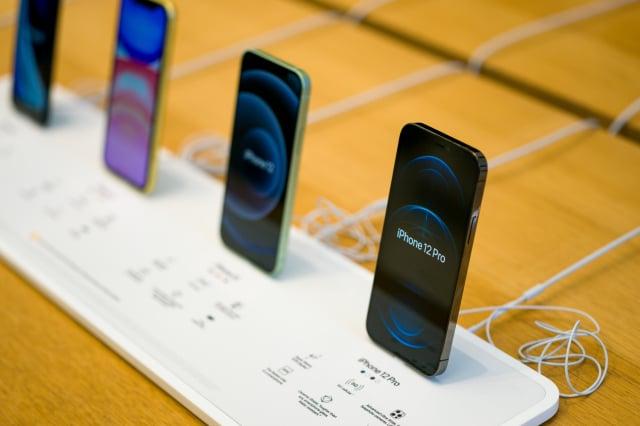 蘋果可能會在2021年第二季停產iPhone 12 mini,讓產能全力支援暢銷款的iPhone 12 Pro。圖為示意圖。(Ming Yeung/Getty Images)