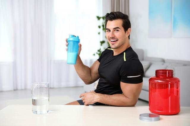 聽從專業建議,切勿盲目嘗試網路流傳的偏方,以免減肥不成反而造成身體的傷害。(Shutterstock)