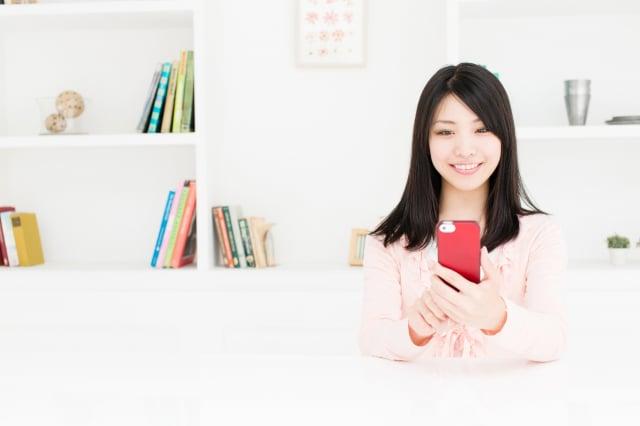 與親友電話或視訊聯繫很重要。(Fotolia)