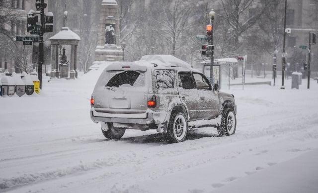 專家指出,現在的汽車在冬天駕駛,其實不需要事先暖車。(Pixabay)