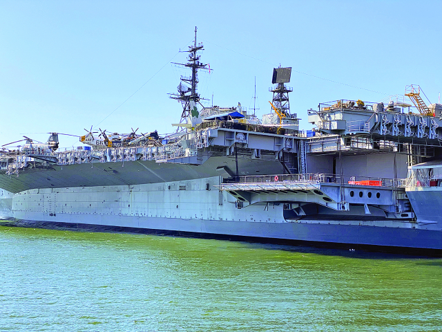 US Warship Transits Through Taiwan Strait for First Time Under Biden.(123RF)
