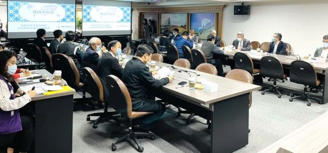 桃園市長鄭文燦主持急救責任醫院討論會議。