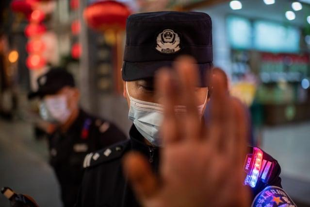 日前,中共最高法院、最高檢察院宣布確定「襲警罪」,涉及相關行為的人將被視為觸犯《刑法》。(NICOLAS ASFOURI/AFP via Getty Images)