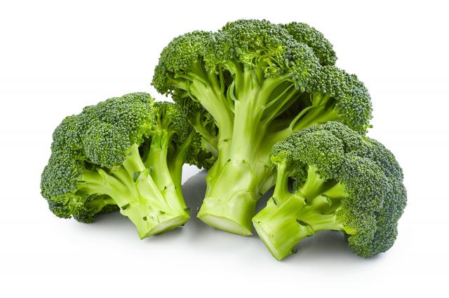 常見的十字花科蔬菜,如綠色青花菜、白色花椰菜、高麗菜、芥藍菜等所含的「異硫氰酸酯」,能夠抗癌以及降低ROS(活性含氧物)所造成的發炎性傷害,進而調節免疫功能。(123RF)
