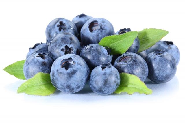 葡萄、藍莓、覆盆子、桑葚等,促進細胞的「自噬作用」,降低發炎性傷害,進而調節免疫功能。(123RF)