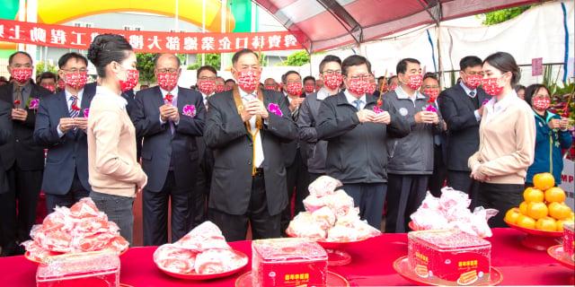 桃園市長鄭文燦與來賓一同祈福。(桃園市府新聞處 提供)