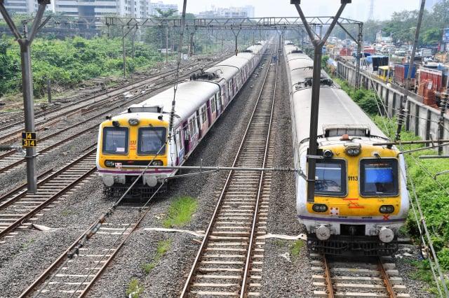 去年10月12日的孟買大停電造成火車停駛,網路及行動電話服務癱瘓,影響了數百萬人。((INDRANIL MUKHERJEE/AFP via Getty Images)