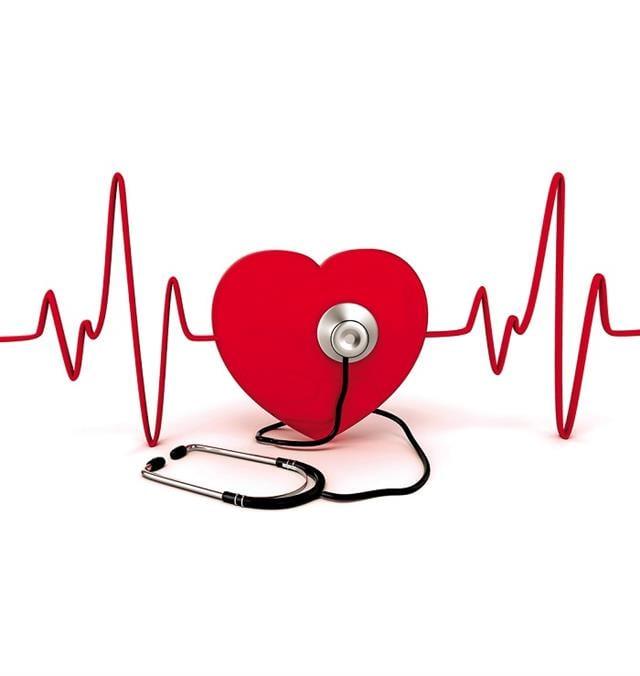 心血管疾病的高風險族群,除了注意保暖,慢性病患者也應遵照醫囑用藥,留意溫差,同時偵測心血管的未爆彈,及早因應以避免遺憾。(Shutterstock)