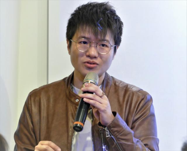 邱郁淨(Kris Chiu)係WPPI( 國際婚禮人像攝影師協會 ) 40年來唯一臺灣女性得獎攝影師,亦是COSMOS國際攝影賽事臺灣指定推廣大使。