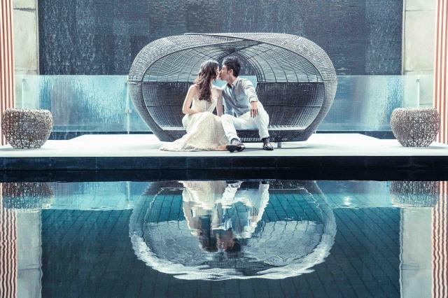 《Re¬ection 如影隨形》為邱郁淨第一次參賽得獎作品,藉由對稱的畫面分割,呈現愛情是需要雙向的付出。(臺中文學館提供)