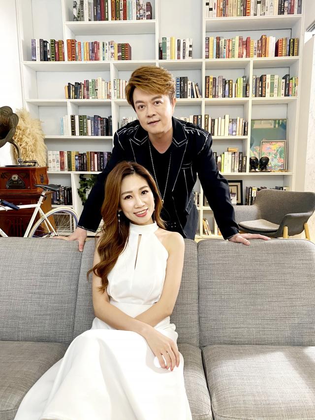 翁立友攜手向蕙玲合唱新歌「愛的伴侶」。(豪記唱片提供)
