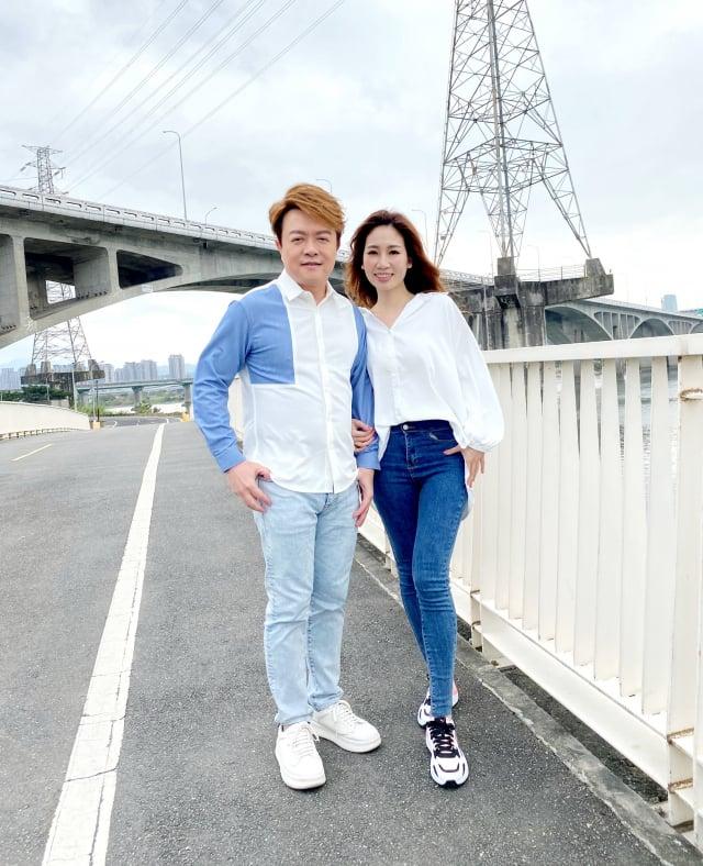 翁立友攜手向蕙玲合唱新歌「愛的伴侶」,並拍攝MV。
