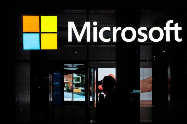 微軟表示,受中國政府支持的駭客利用微軟電子郵件伺服器軟體的漏洞來入侵美國機構竊密。(Jeenah Moon/Getty Images)