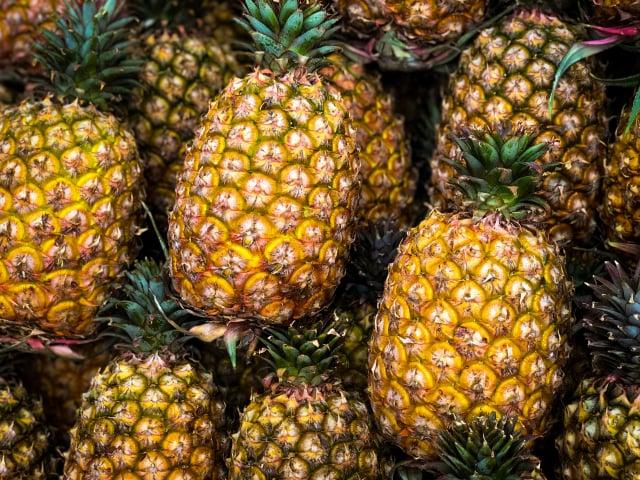 最近中共封殺臺灣鳳梨外銷訂單,不難發現這是中共的養、套、殺策略。(中央社)