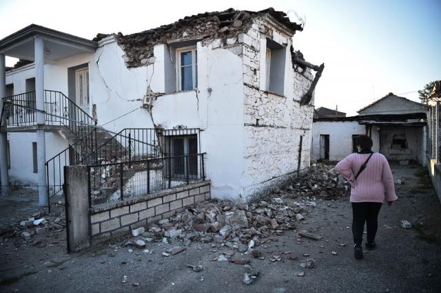 3月3日,希臘的撒利大區(Thessaly)梅索荷里村(Mesohori)在地震中損壞的房屋。(SAKIS MITROLIDIS/AFP via Getty Images)
