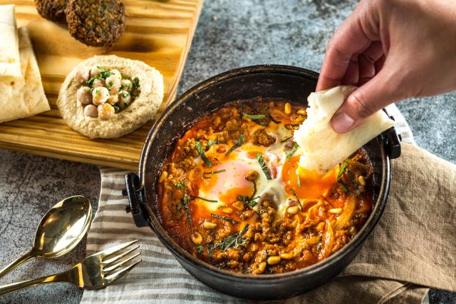羊肉夏卡蘇卡以壓力鍋烹調羊肉,口感彈嫩細緻,搭配異國香料,滋味濃郁豐富。(Toasteria提供)