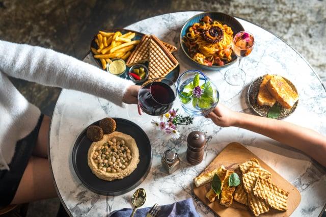 以酒酌餐也是地中海的飲食特色之一。(Toasteria提供)