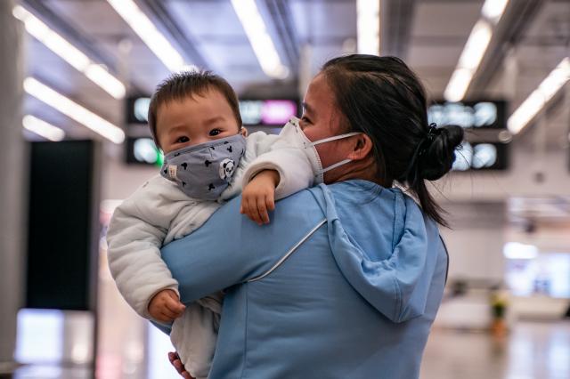 學者分析指出,中國勞動力的衰退、少子化等問題籠罩著其經濟前景。(Anthony Kwan/Getty Images)