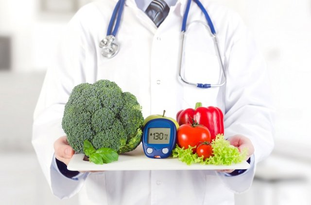 注重均衡飲食,並減少紅肉與加工肉品的攝取,多吃高纖蔬果穀物的飲食,平時多吃糙米、五穀飯等食品,膳食纖維有助減少脂肪吸收,可降低癌症風險 。(123RF)