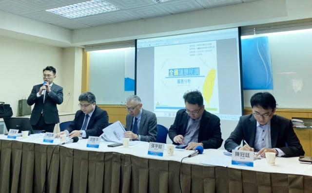 中華亞太菁英交流協會9日上午舉辦「中共兩會與近期兩岸關係發展」民調座談會,並發布相關民調。(中央社)
