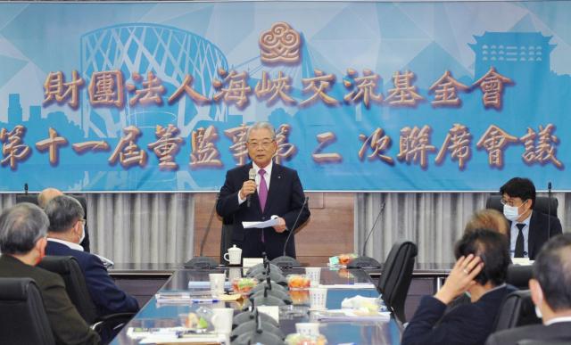 海基會代理董事長許勝雄(中)12日在海基會第十一屆董監事第二次聯席會致詞。(海基會提供)