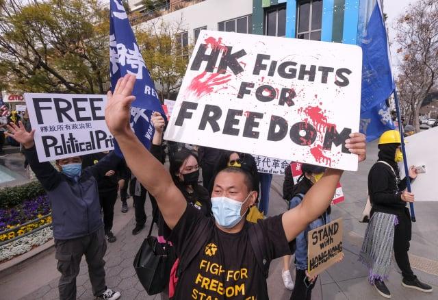 圖為力挺民主派的香港人。(RINGO CHIU/AFP via Getty Images)