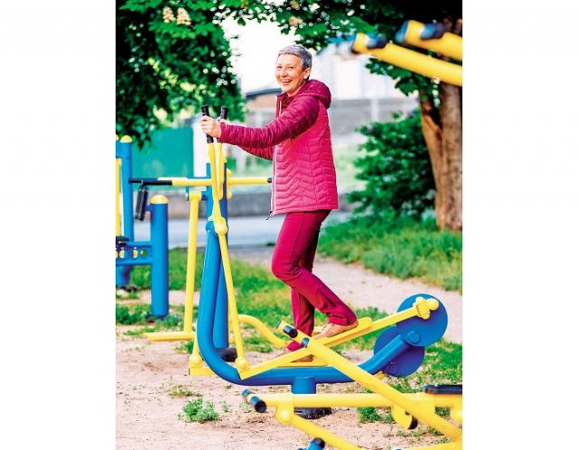 選擇合適運動類型,提早訓練體力,避免年老之後出現行動力的問題。(Shutterstock)