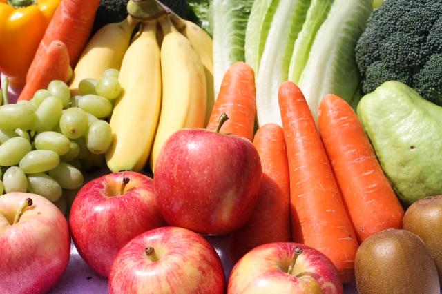 美國一項研究發現,每天攝取2份水果和3份蔬菜的人,因心血管疾病而死亡的風險降低了12%。(Shutterstock)